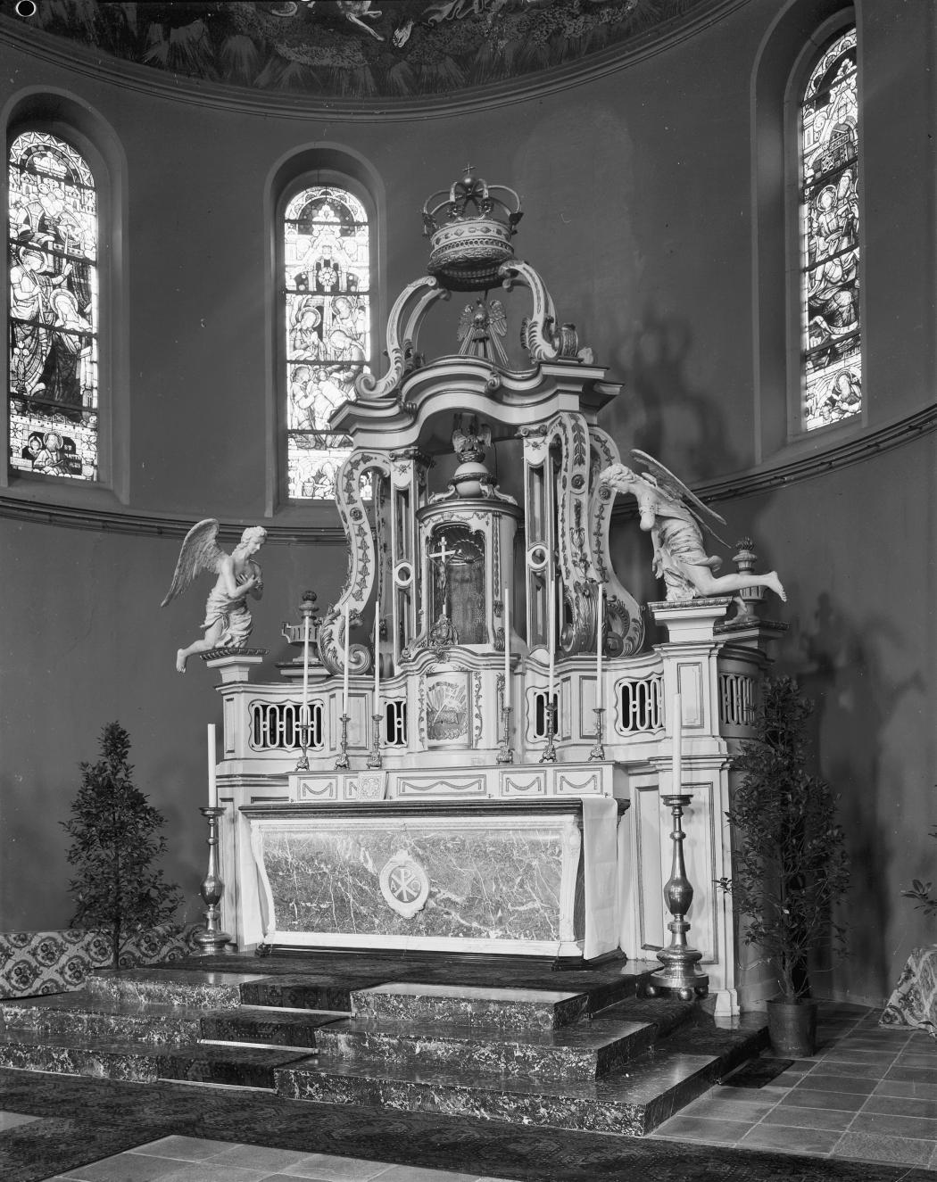 Het hoogaltaar in 1966 (foto: G.J. Dukker, Collectie Rijksdienst voor het Cultureel Erfgoed, objectnummer 176.288)